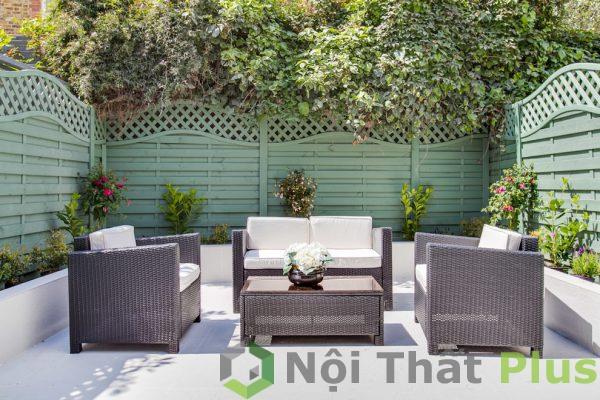 mẫu phòng khách ngoài sân vườn cho nhà phố