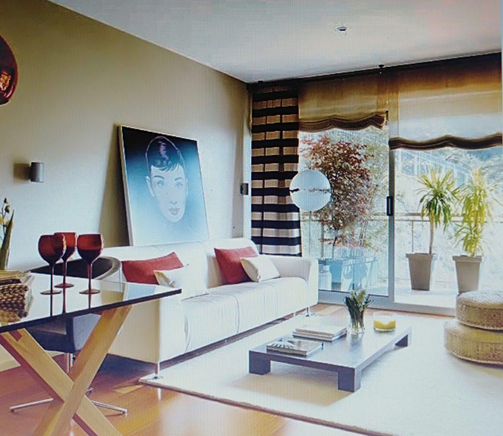 phòng khách đầy đủ tiện nghi cho chung cư 100m2