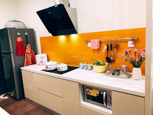 mẫu tủ bếp hiện đại cho nhà chị linh