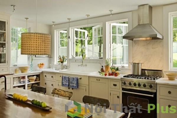 mẫu phòng bếp gần cửa sổ
